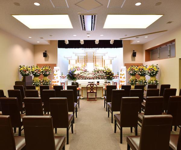 家族葬にも適したセレモニーホール「コスモス」