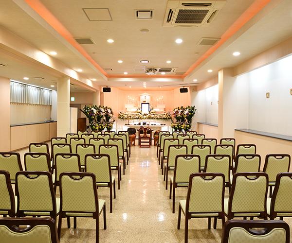 30名前後の家族葬か100名まで参列可能なホール