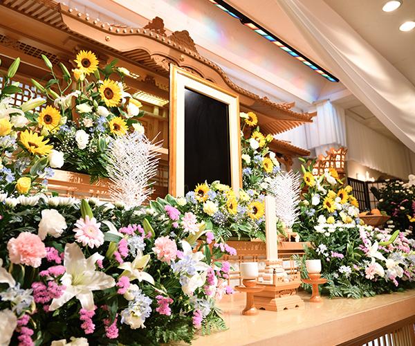 こころ斎苑 三春の感動が広がる「祭壇生花」