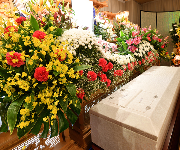 こころ斎苑 いなわしろの感動が広がる「祭壇生花」